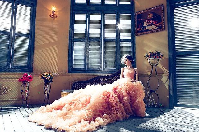 時尚小禮服都會女人味、質感大地色